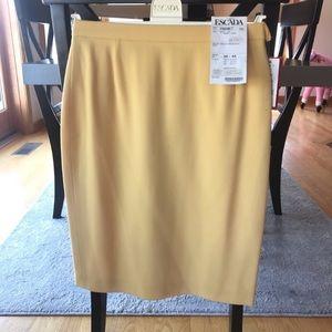 New Escada skirt. Has tiny pull!